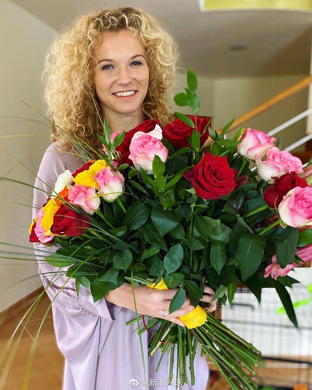 昨天,斯尼亚科娃和巴博斯都迎来了自己的生日