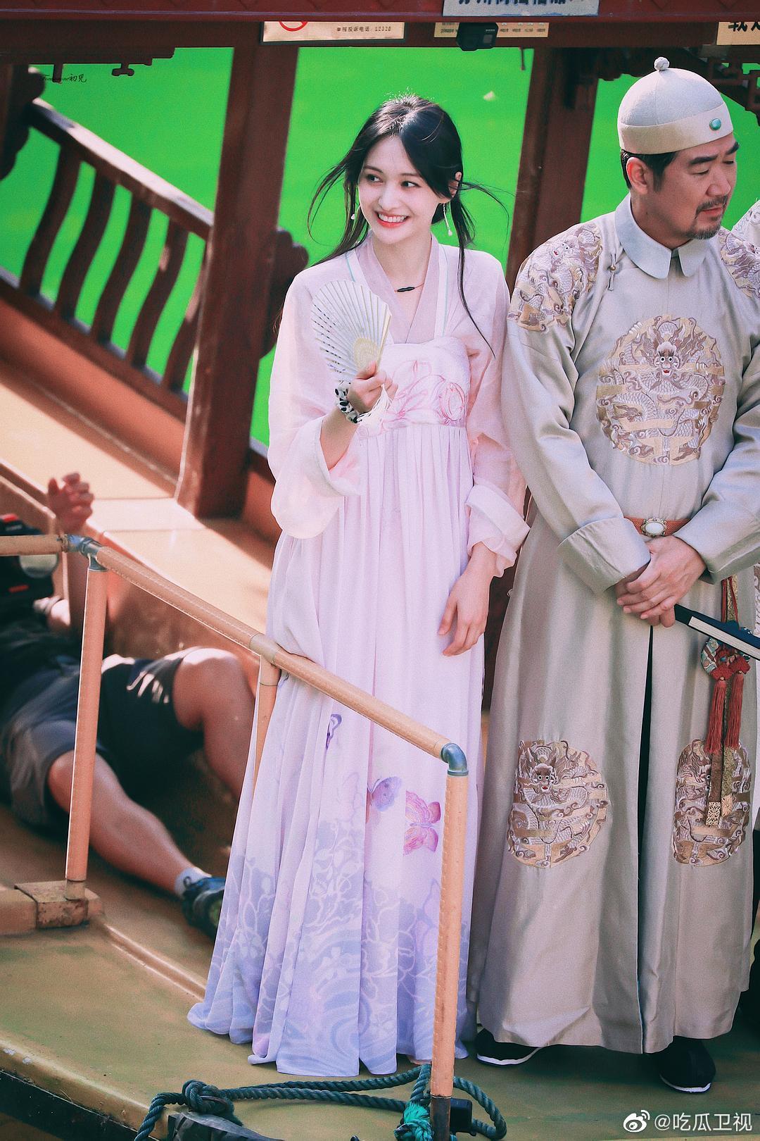 郑爽身穿颐和园最新汉服,好美好仙爽子演过什么穿汉服的角色吗?