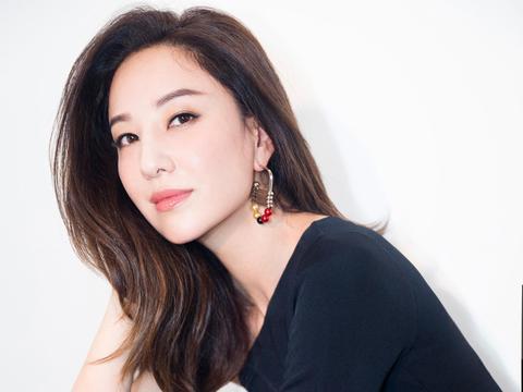 郑希怡:年纪,不值得让女人焦虑丨人物