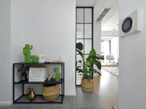 全屋面积60平,标准的小户型格局,入户鞋柜增加一倍收纳空间