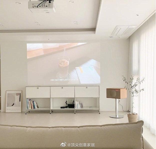 以白色为主色调的家居布置 干净整洁美好很适合夏天的自然清爽感觉