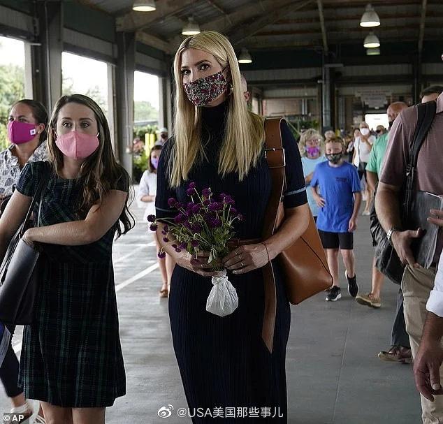 9月10日,伊万卡到北卡罗来纳州参观一家农贸市场