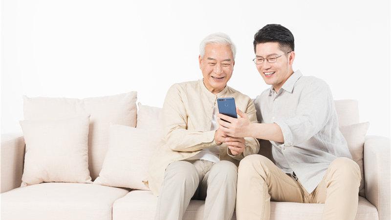 在网络信息化时代,如何帮助老年人跨越数字鸿沟