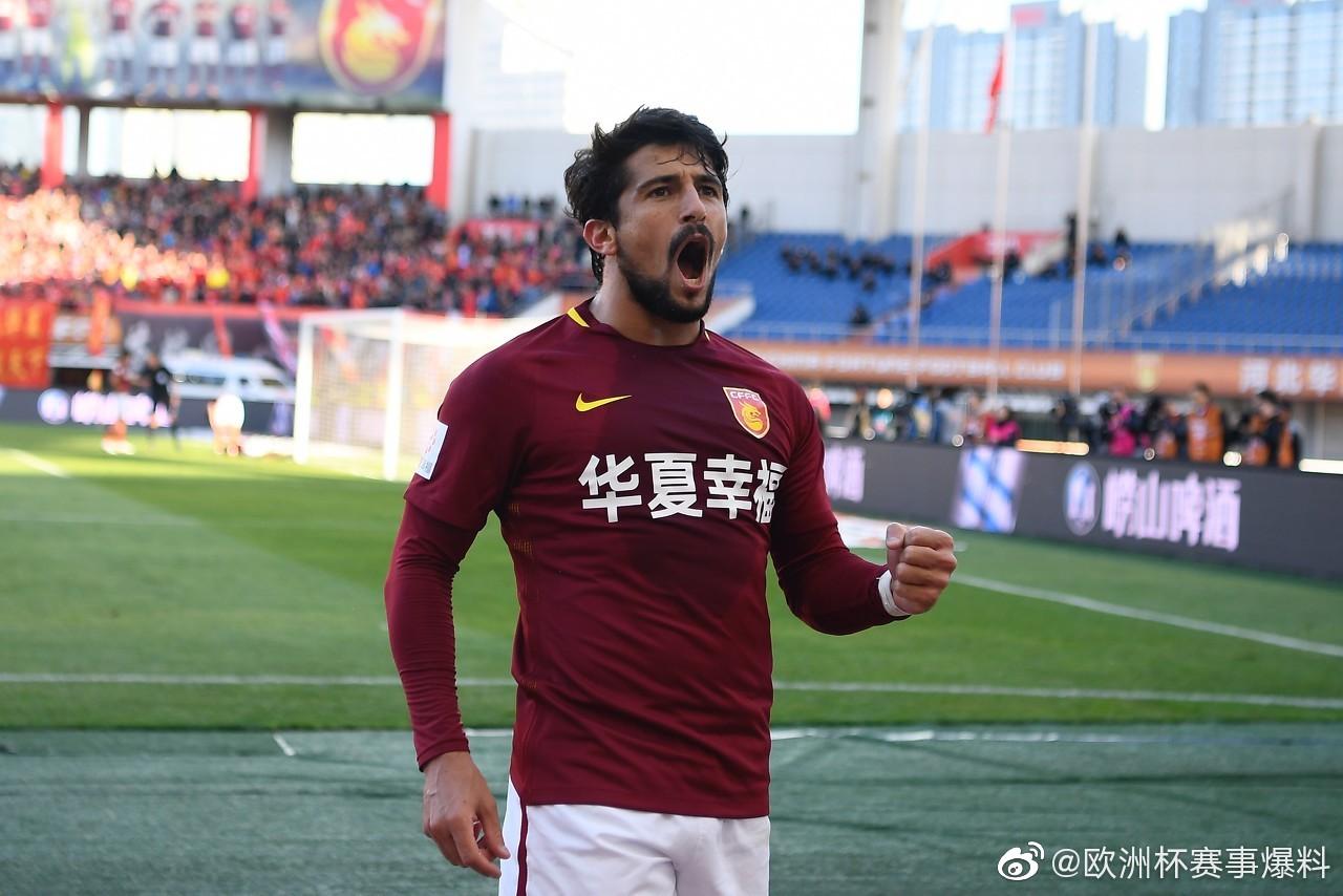 《北京青年报》报道,足协提交的40强赛报名大名单中没有洛国富