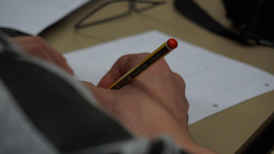 经合组织《教育概览》聚焦职业教育——各国积极拓宽职教生发展通道