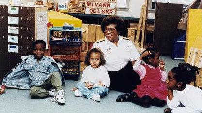 米妮·埃尔德斯:第一位担任美国卫生总监的非裔