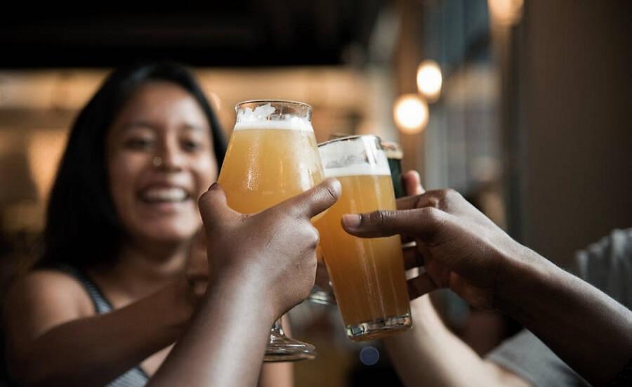 喝啤酒会使人变胖吗?啤酒肚是喝啤酒导致的吗?