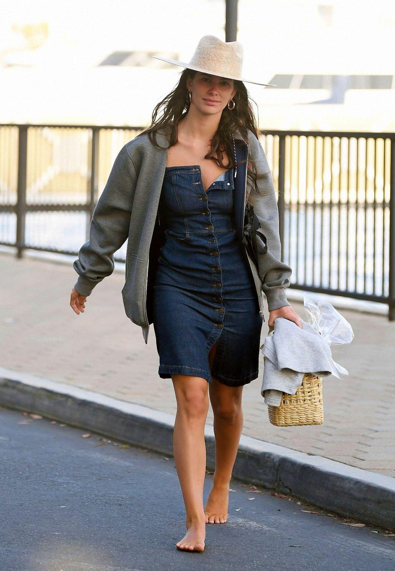 卡米拉·莫罗内(Camila Morrone)–抵达玛丽娜·德雷(Marina Del Rey