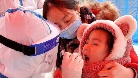 人民网:未雨绸缪 郑州在航空港实验区进行全员核酸检测实战演练