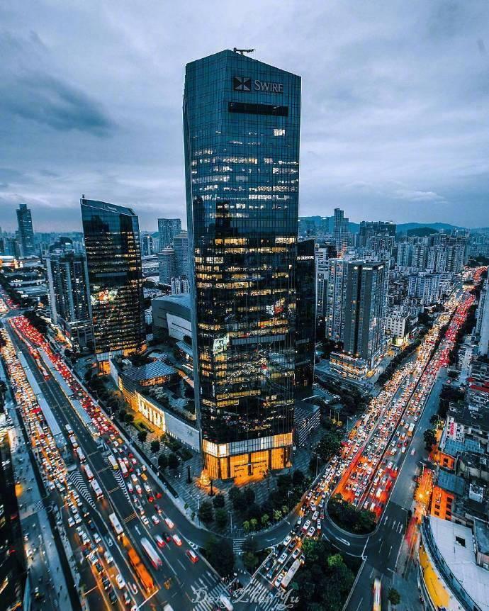 广州珠江新城,中国高楼最密集的地区,这里的夜景,璀璨无比。