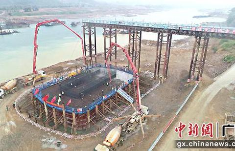 培森柳江特大桥完成主墩承台施工
