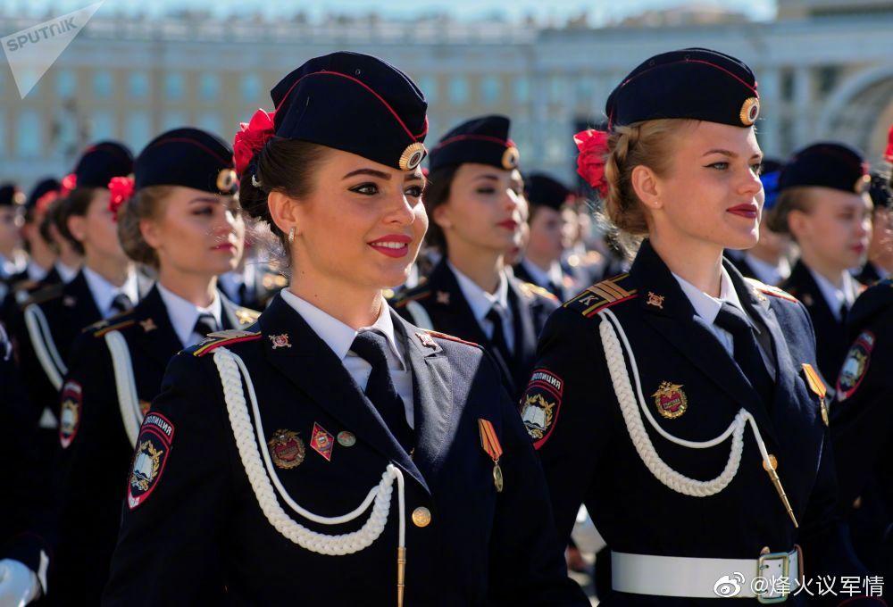 胜利日阅兵式上的俄罗斯女兵