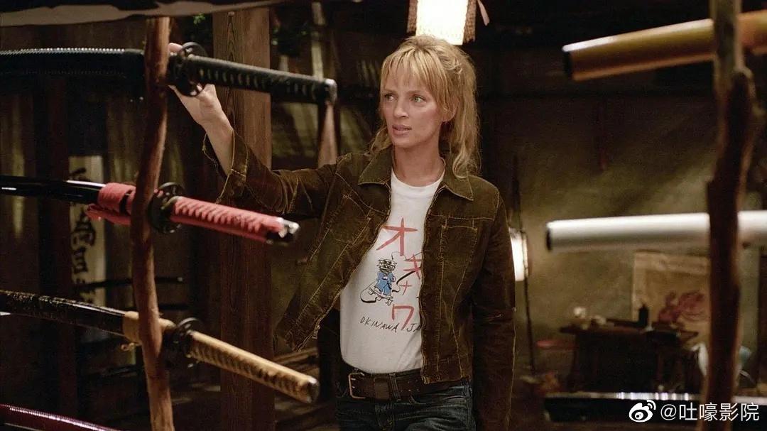 我个人最爱《杀死比尔》里的乌玛瑟曼,每一个镜头都太帅气了
