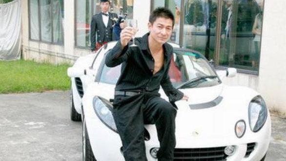 """邓超迈巴赫600万,林志颖豪车上亿?明星们的座驾谁最""""壕"""""""