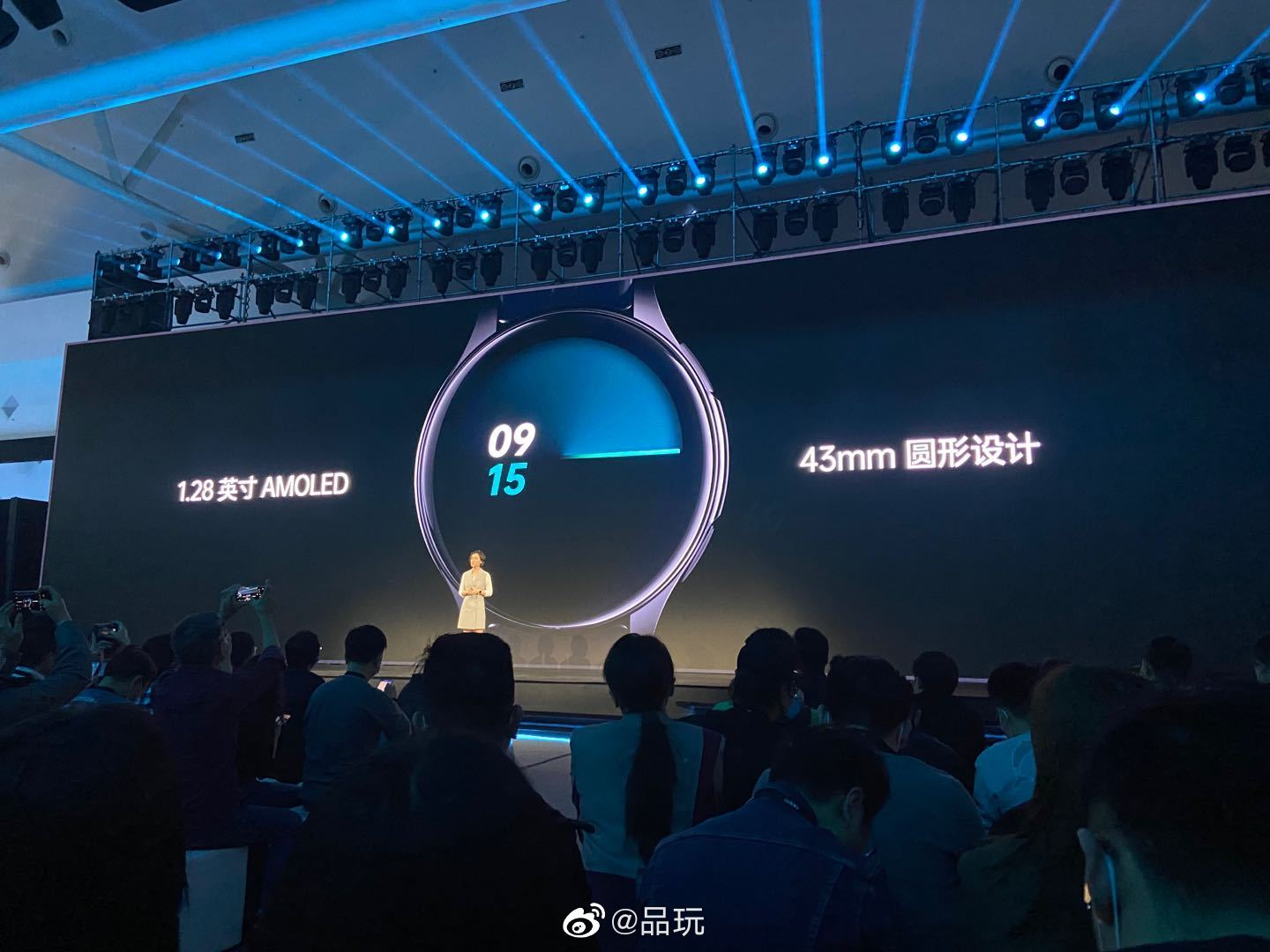 OPPO Watch RX搭载1.28英寸AMOLED屏幕,采用43mm圆形设计
