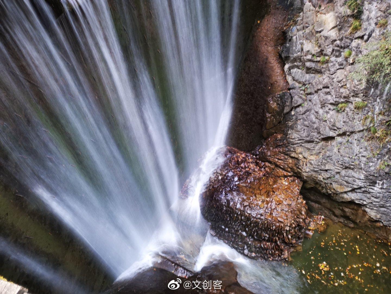 金丝峡景区位于秦岭东段南麓,这里有绿意滔天的林海
