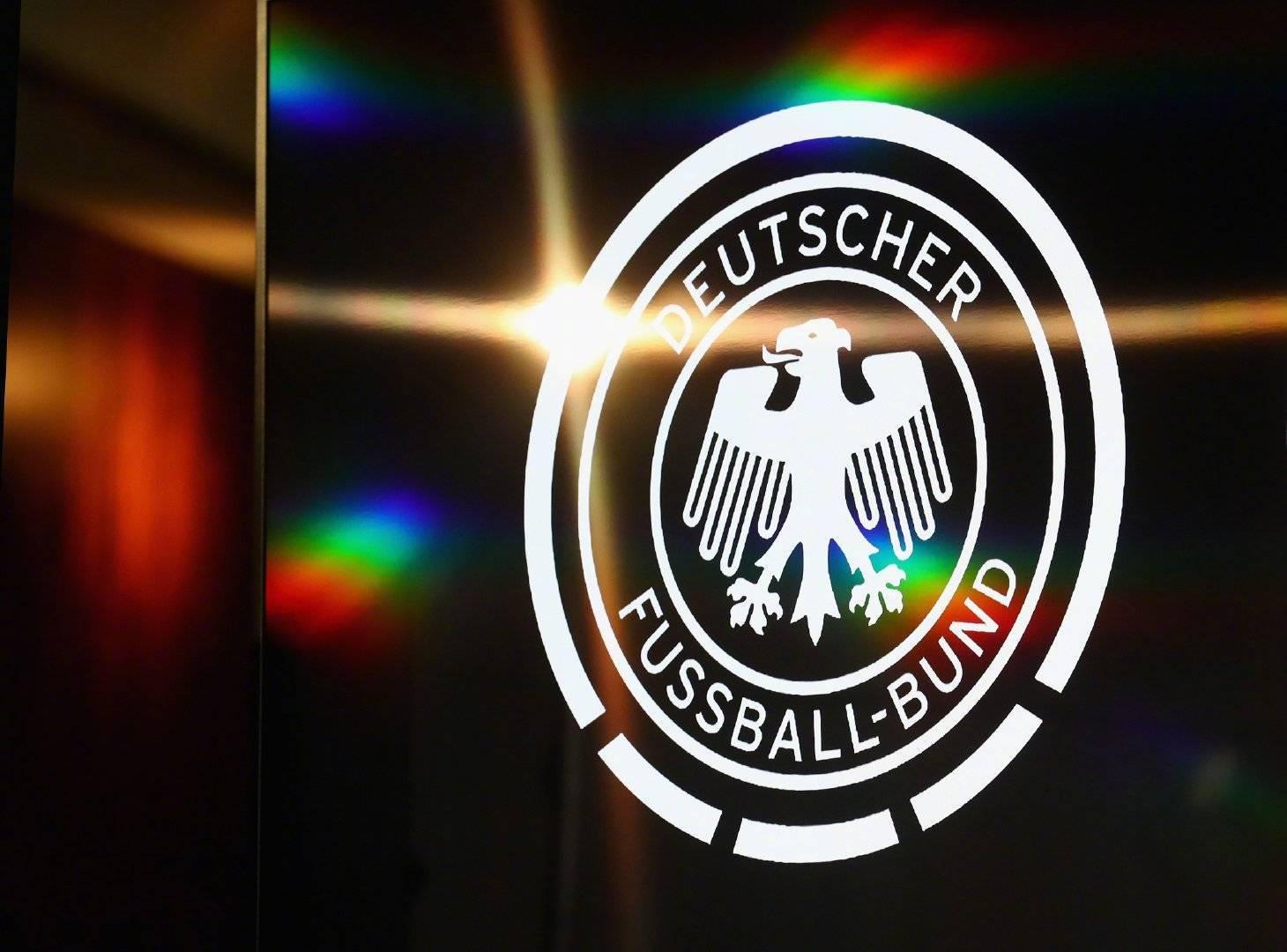 德国队接受@英格兰队球迷俱乐部 的挑战!并点名@法国球迷俱乐部