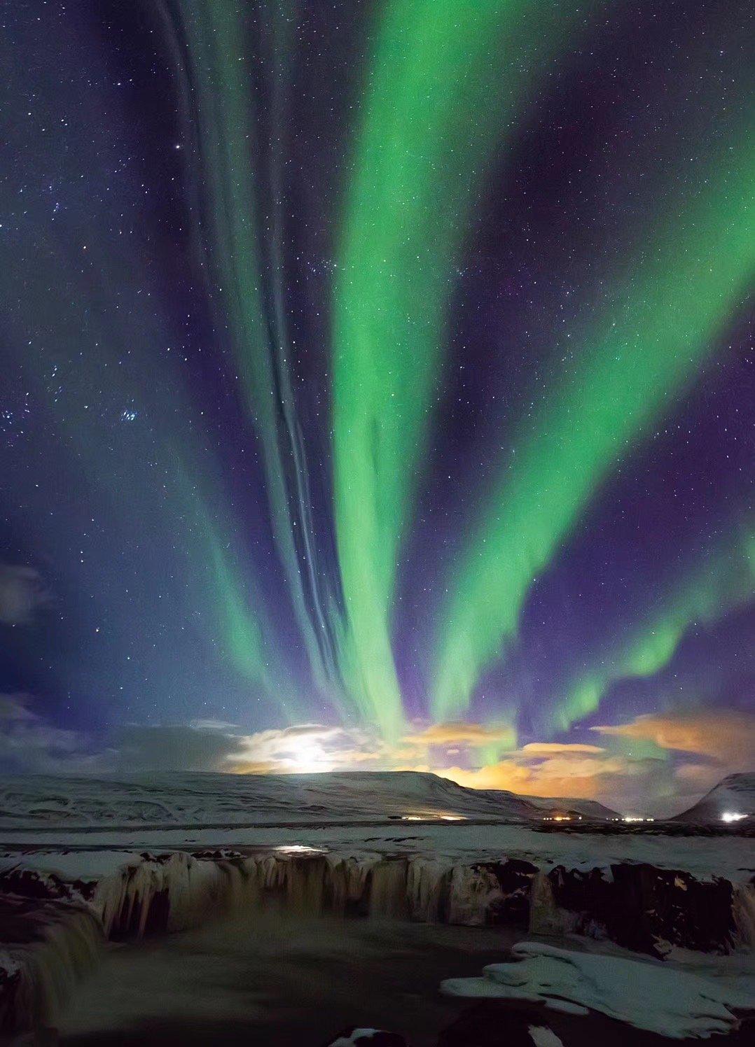这就是冰岛,有火山,有地震,有山川,有瀑布,有河流,有冰川