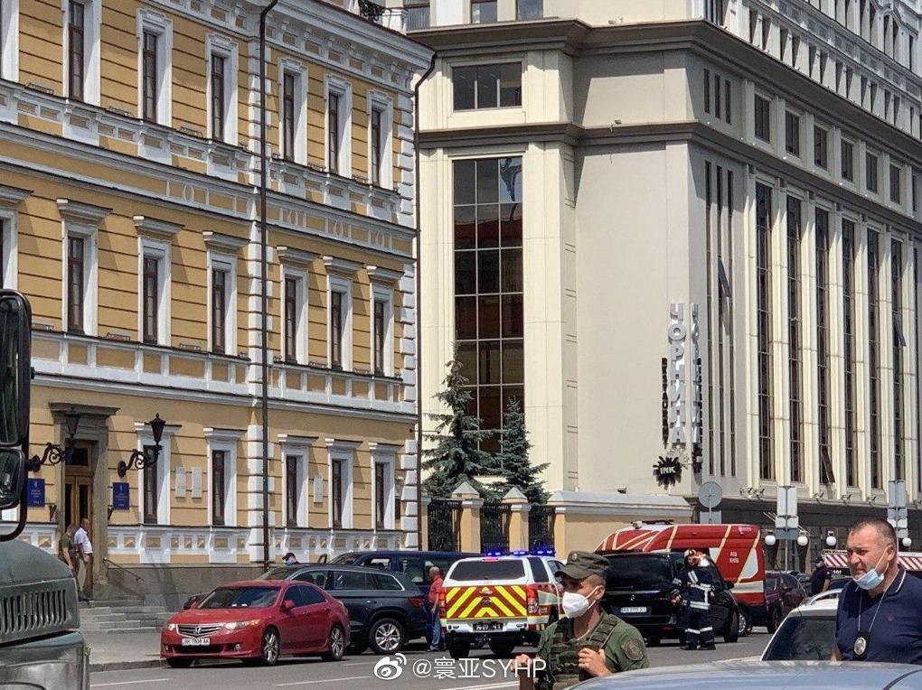 乌克兰基辅一男子在一家商务中心威胁要引爆炸弹