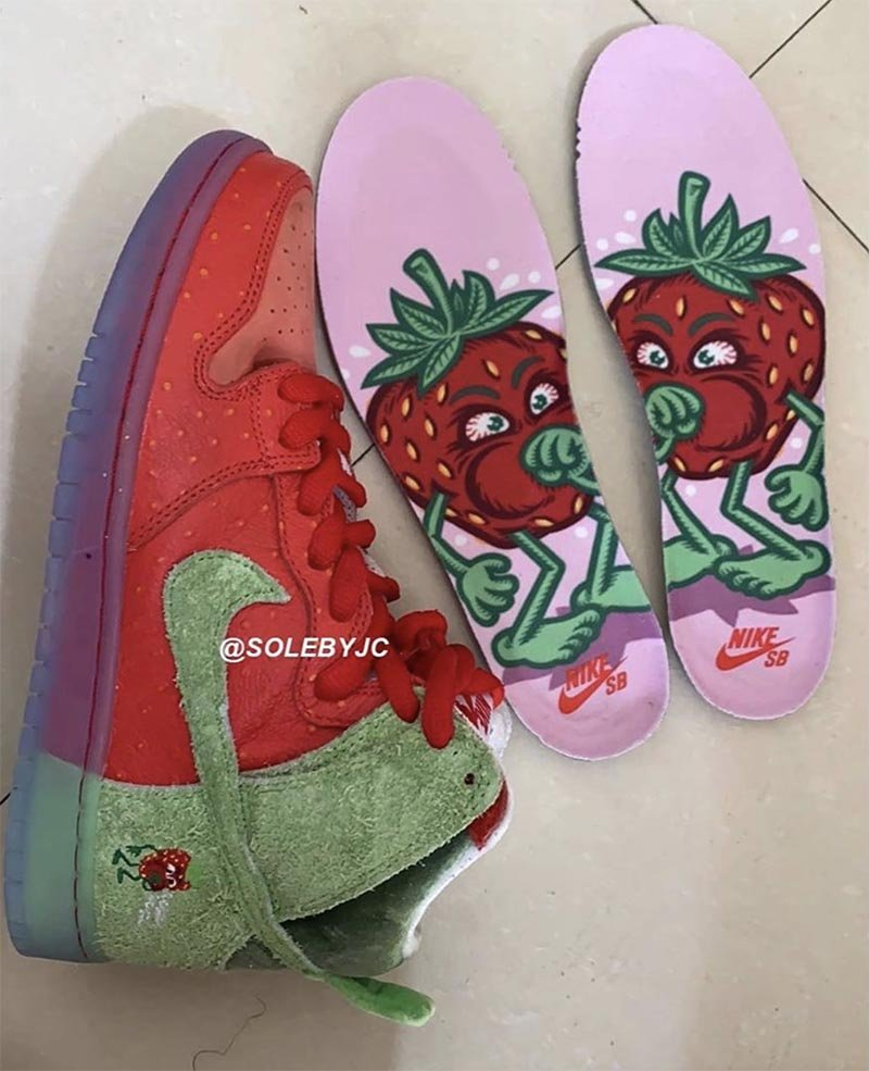 "Nike SB Dunk High ""Strawberry Cough"""