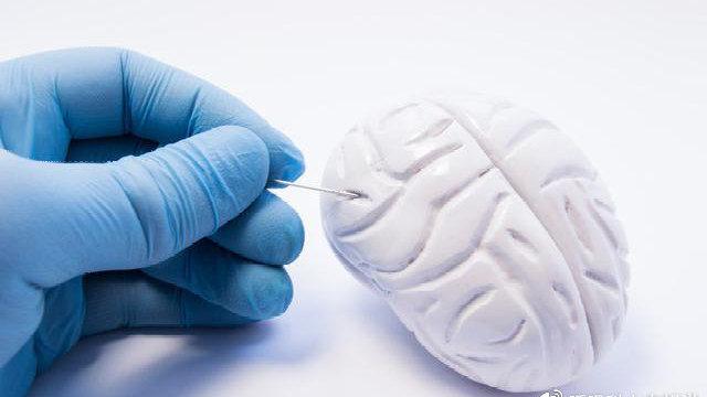 如何预防小细胞肺癌转移到脑,预防性的脑部放疗可取吗?要慎重