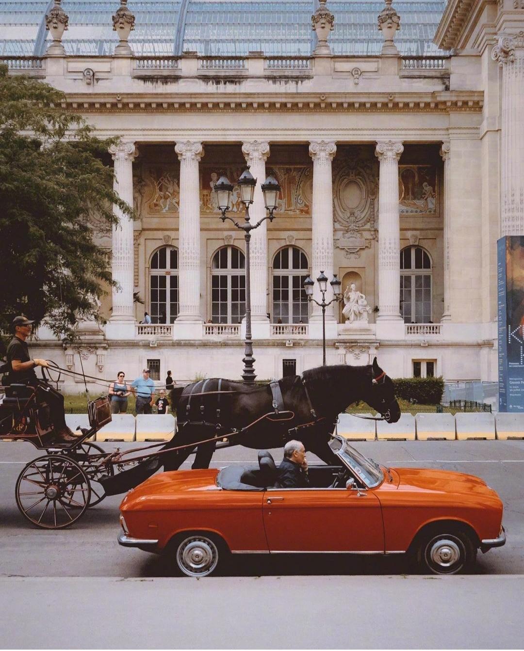 巴黎街头的古董车,想有一辆带你去兜风。