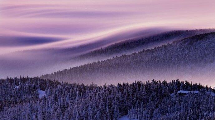 雾中山脉——捷克卢萨蒂亚美丽日出 | Martin Rak