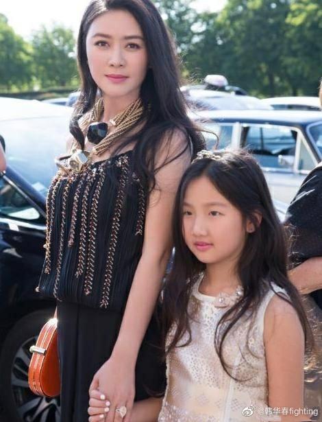 曾与陆毅传出恋情,突然淡出娱乐圈,女儿已12岁仍未公开父亲身份