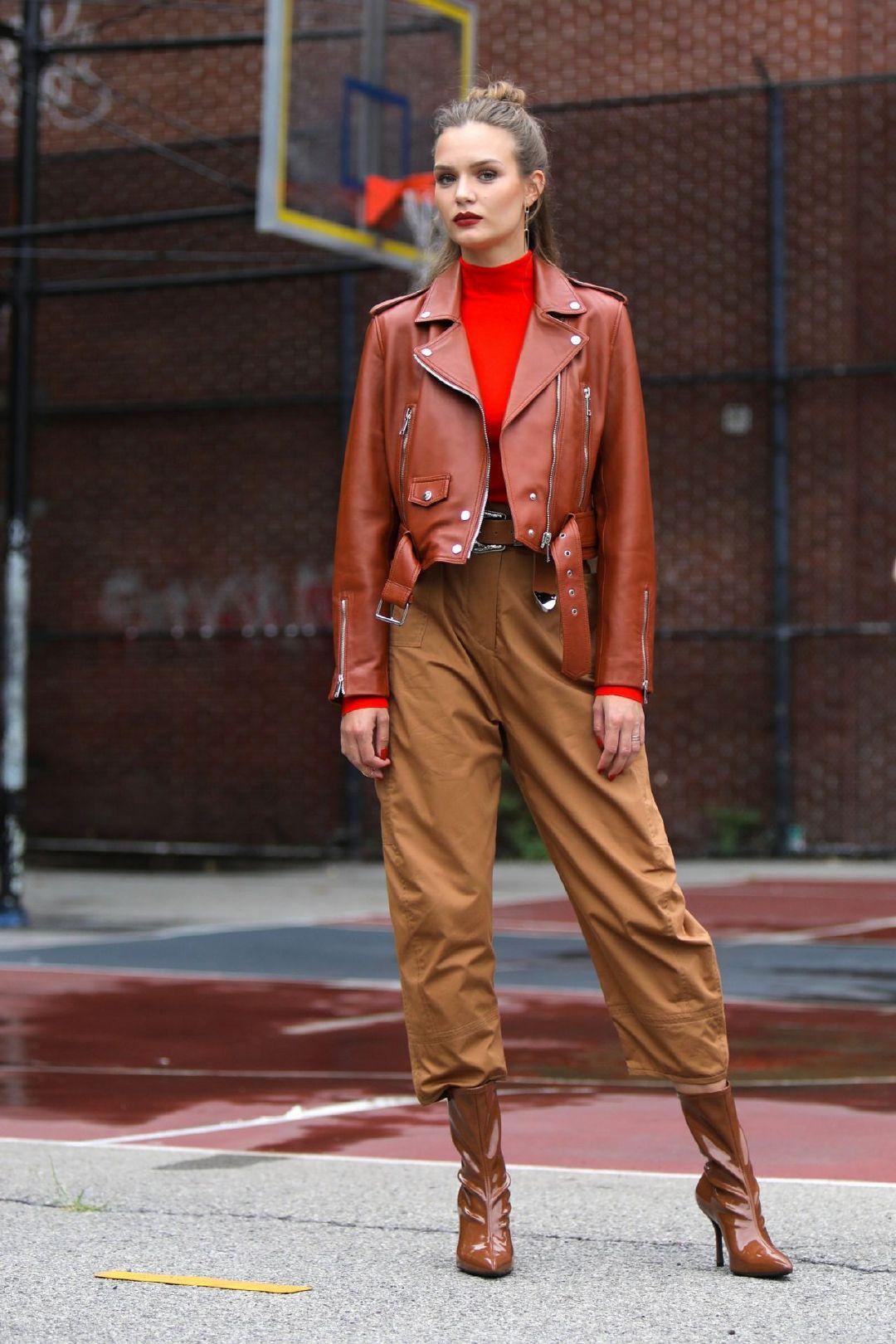 约瑟芬·斯可瑞娃(Josephine Skriver)-纽约市的美宝莲照片 08/13/20