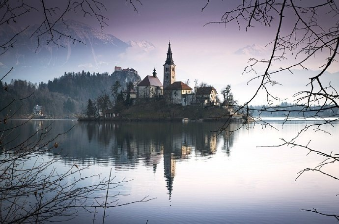 在斯洛文尼亚西北部的阿尔卑斯山南麓