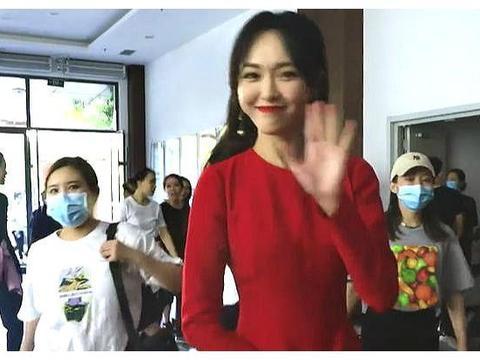 """央视镜头下的女明星:唐嫣状态简直神勇,热巴脸怎么""""变形""""了?"""