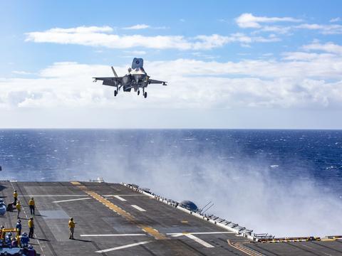美军两栖戒备群闯进南海,气势汹汹难掩虚弱本质