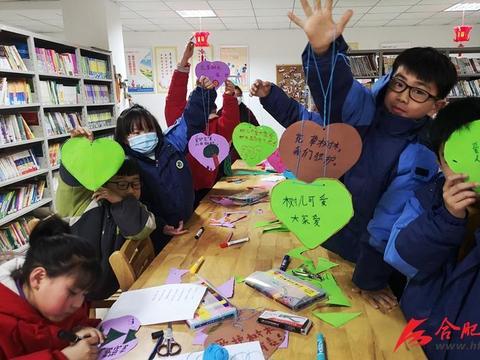 站北社区儿童制作植树节心愿卡