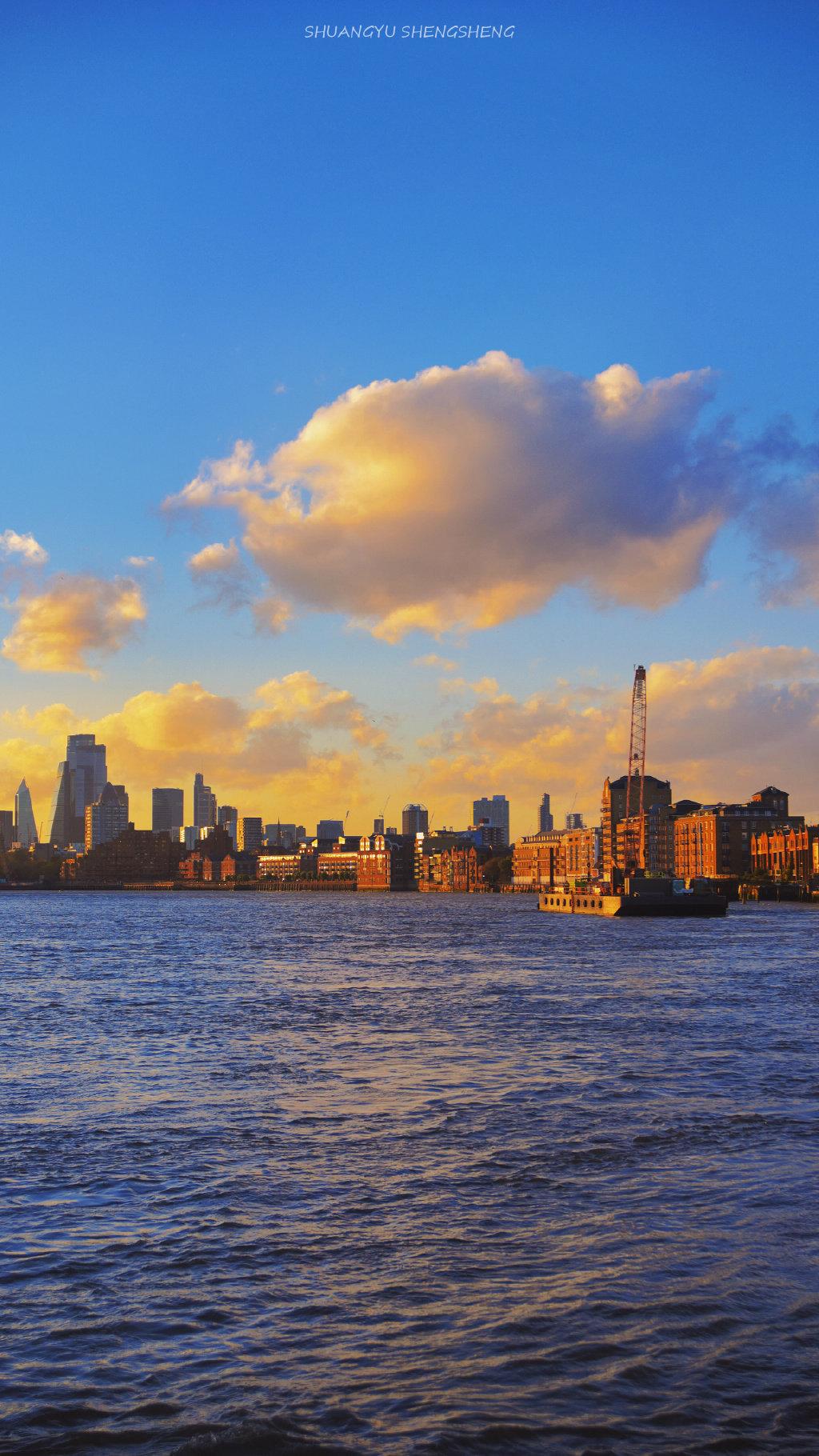 倘若伦敦洒下夺目的阳光,那便是最美的天气。@双鱼笙笙