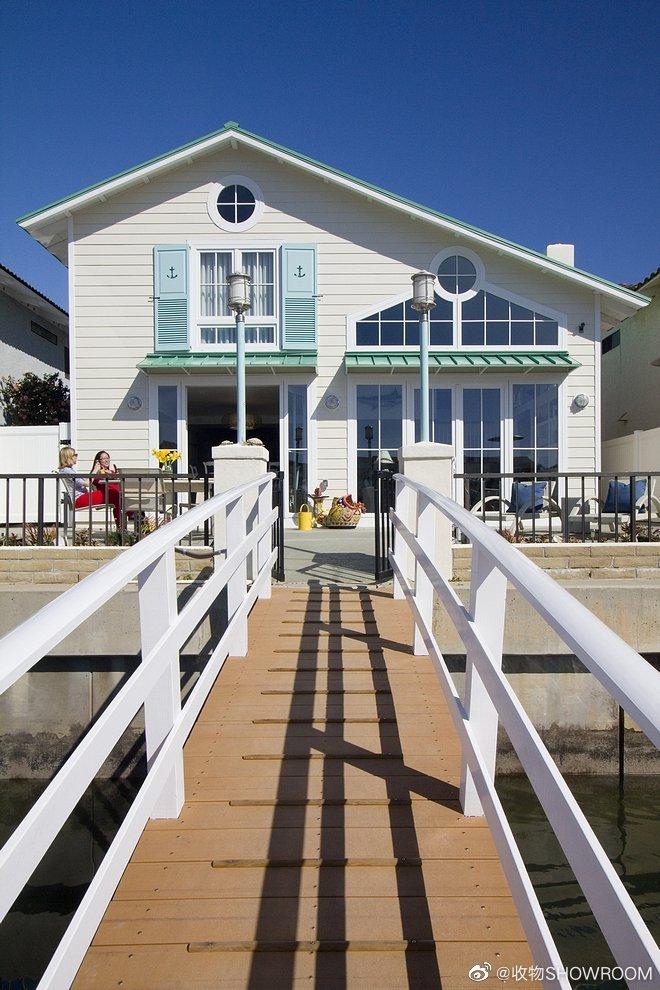 加州小型现代农舍这间小型的现代农舍位于加利福尼亚州的科罗纳德尔