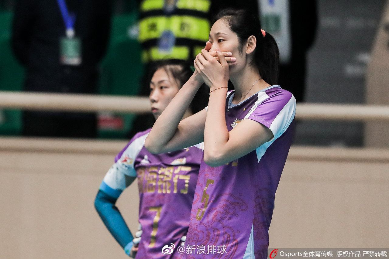 2020年东西部协作女排明星公益赛:天津渤海银行vs山东日照钢铁。