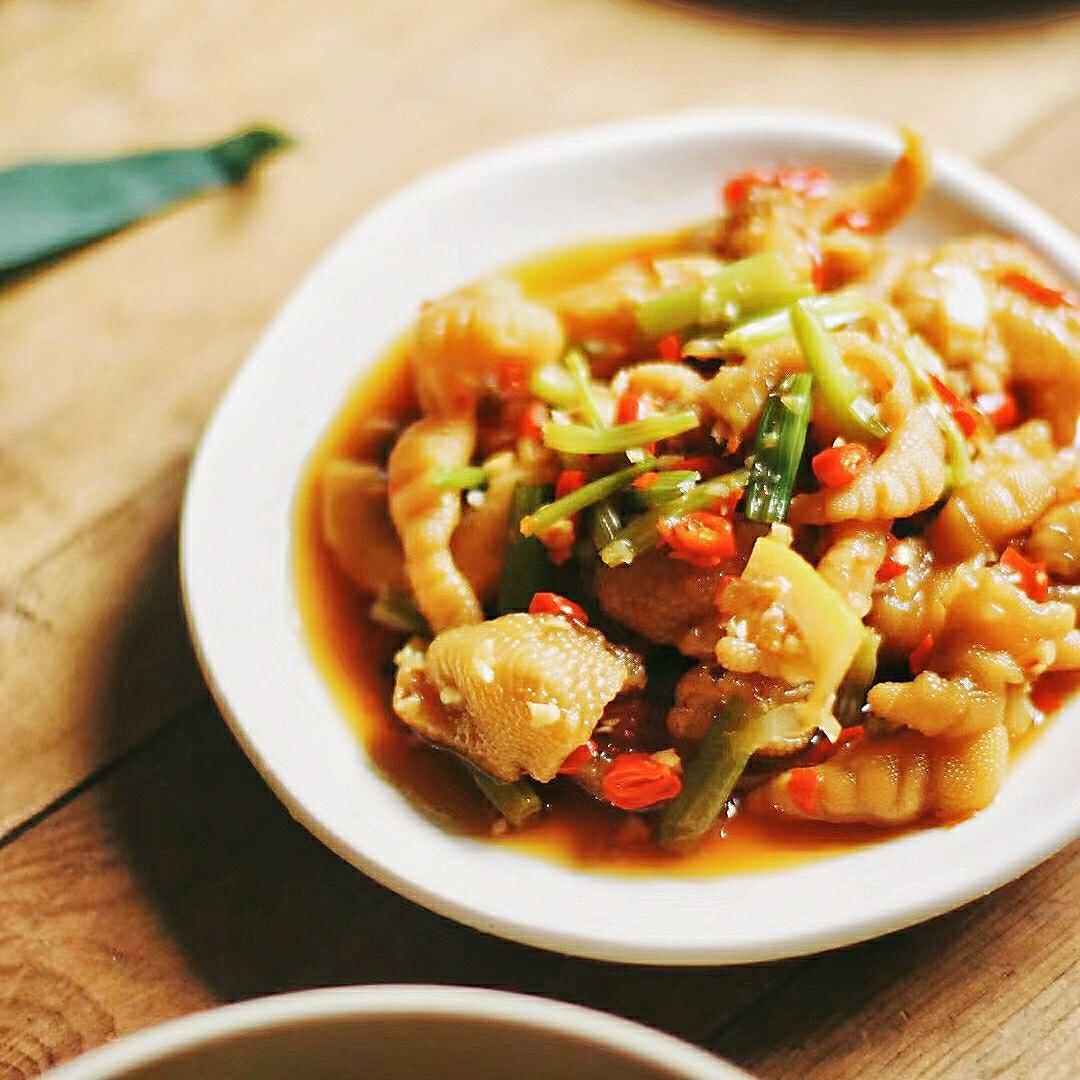 蹭饭日记酸辣凤爪、手撕鸡、西红柿🍅鸡蛋汤~小伙伴的厨艺想当阔以