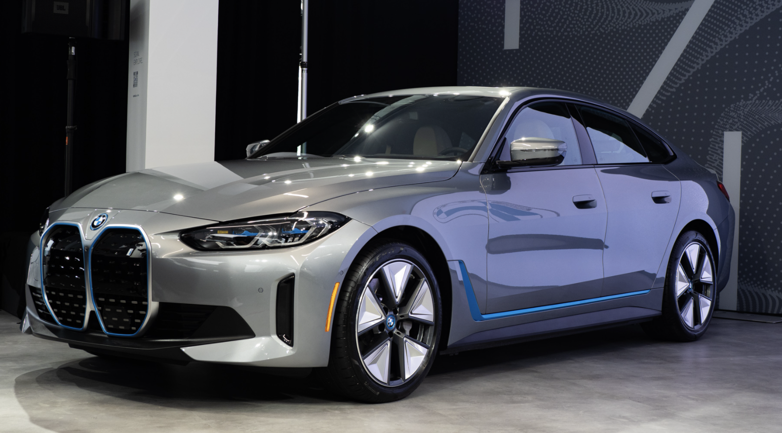 基于CLAR纯电平台打造 宝马i4实车亮相 将于明年一季度海外上市