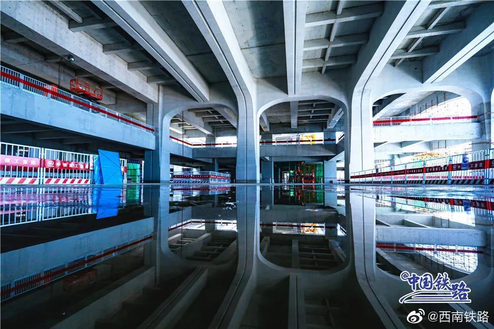 日前,京雄城际铁路雄安站清水混凝土工程基本完工