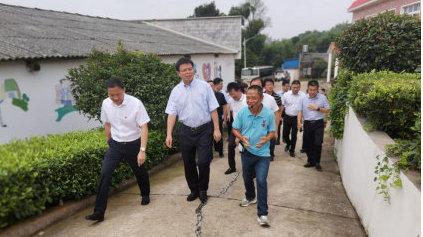 岳麓区委书记周志凯视察长沙市上善助残服务中心(图)