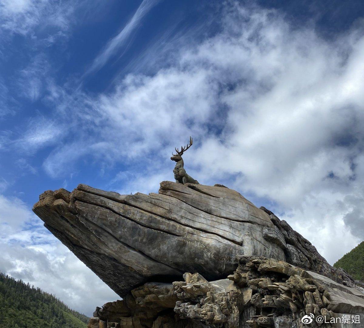 普达措位于云南省迪庆藏族自治州香格里拉县(原名为中甸县)