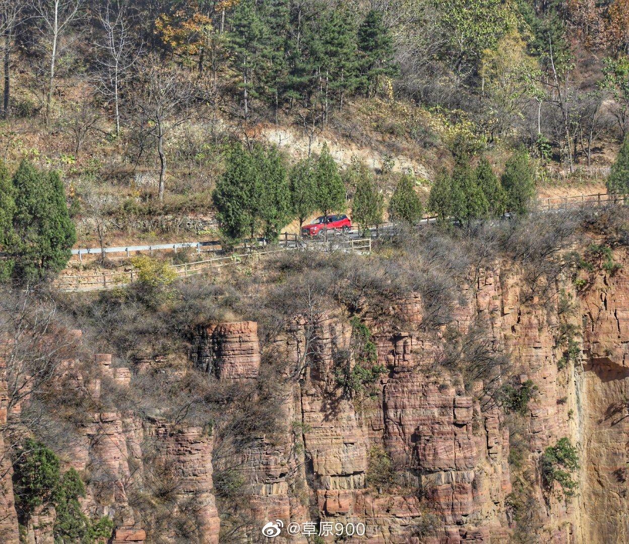 郭亮村以其独特的山势,峰峦叠嶂,山青水秀,洞奇瀑美,潭深溪长