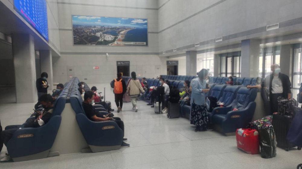 泰安市援助铁路部门做好游客候车疏散工作