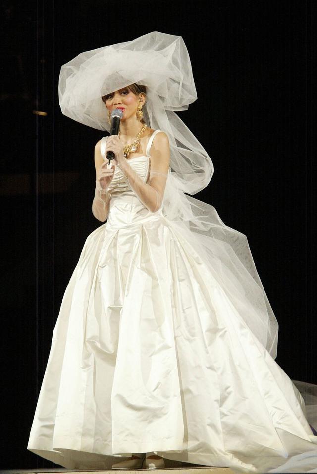 梅艳芳婚纱背后的故事曝光,演唱会最后她对歌迷说的话,太好哭!
