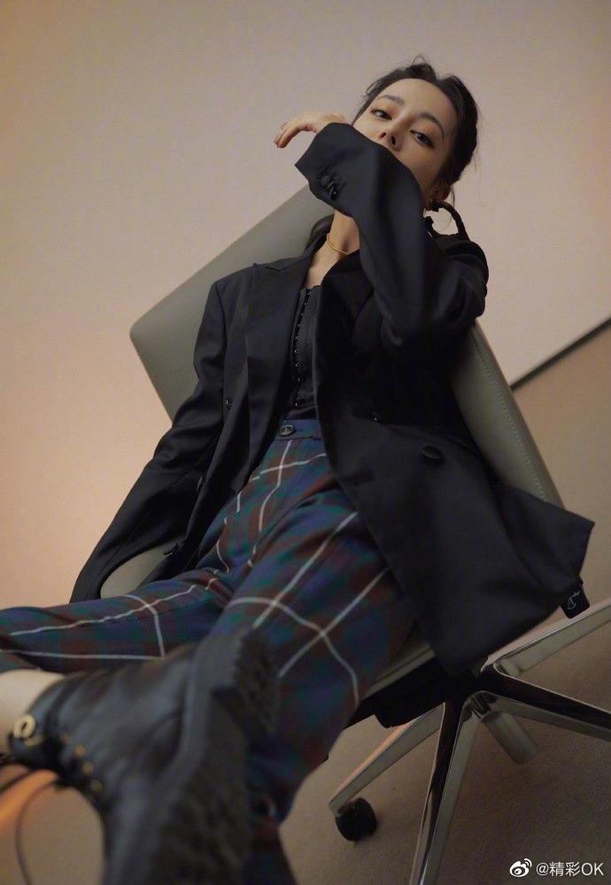 慵懒随性的格纹裤时髦又复古,只需简单搭配一件基础款上衣
