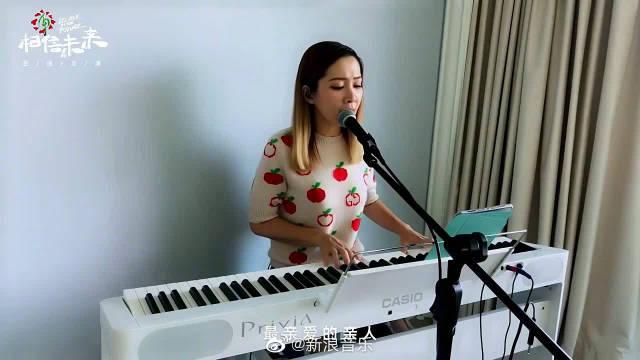 歌手@关心妍 键盘弹唱歌曲《时刻》