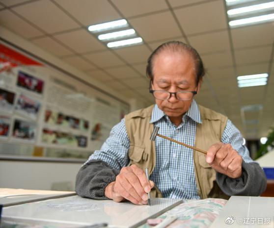 """历时45天,辽宁非遗传承人用瓷板雕刻出""""沈阳故宫"""""""
