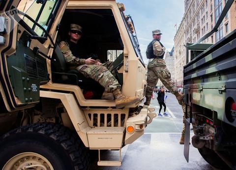 特朗普就职典礼,派8000大兵来保护,轮到拜登猛增至2.5万