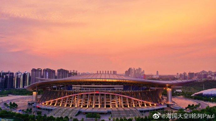 网友@海阔天空ll铭阿Paul航拍镜头下的广西体育场