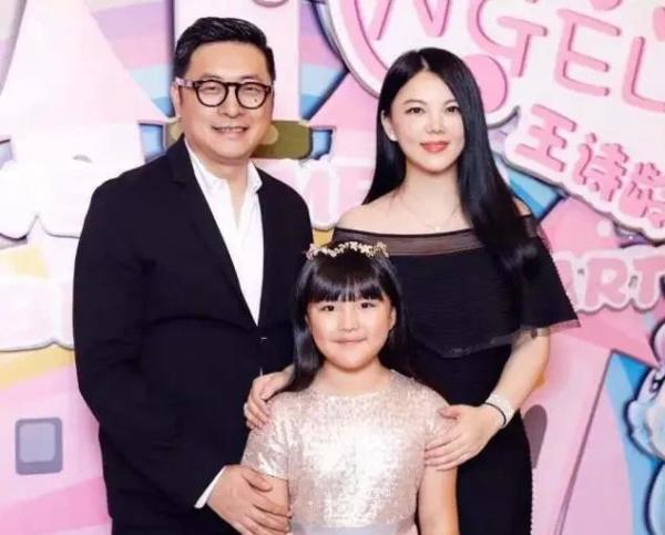 王诗龄真勇敢:父亲王岳伦出事后,她连续点赞妈妈微博表明立场